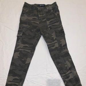 capri camo jeans